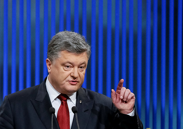 Ukrainian President Petro Poroshenko gestures during a news conference in Kiev, Ukraine, January 14, 2016