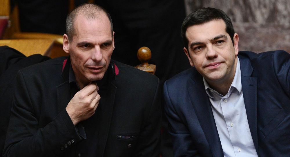 Il Primo Ministro greco Alexis Tsipras e il Ministro di Finanze  Yanis Varoufakis