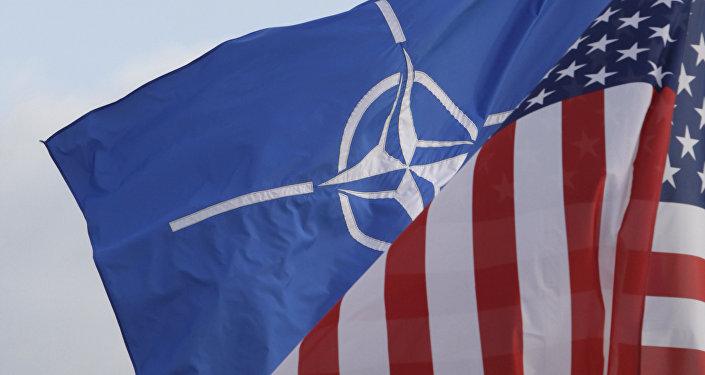 Bandiere di NATO e Stati Uniti