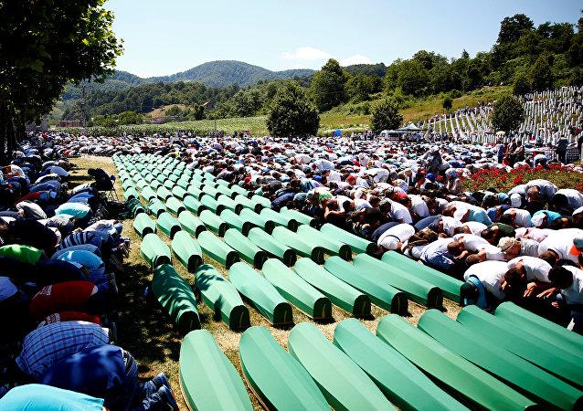 Musulmani in preghiera a Sebrenica (Bosnia Erzegovina)