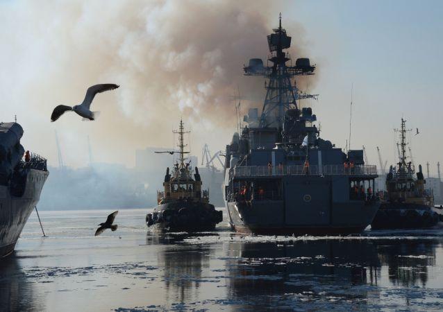 Le navi della flotta russa del Pacifico si incontrano a Vladivostok