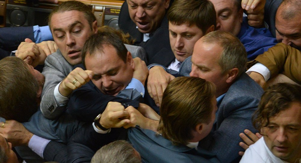 Il wrestling nel Parlamento ucraino