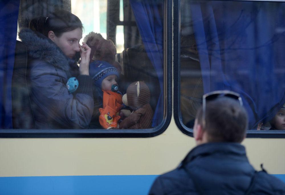 Rifugiati inviati da Donetsk in Russia.