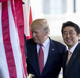 Donald Trump e Shinzo Abe (foto d'archivio)