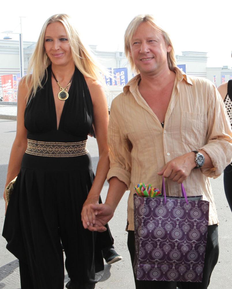 L'attore russo Dmitry Kharatyan e sua moglie Marina Maiko.
