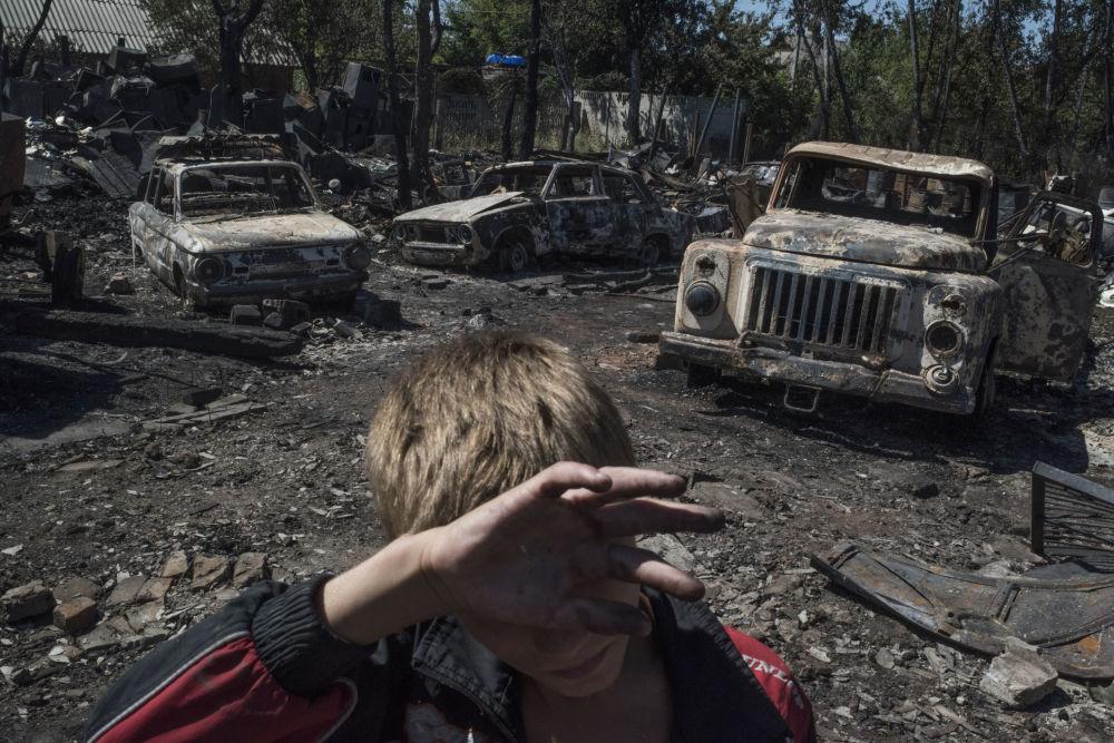Le conseguenze del bombardamento della cittadina Lozovoye nella regione di Donetsk.