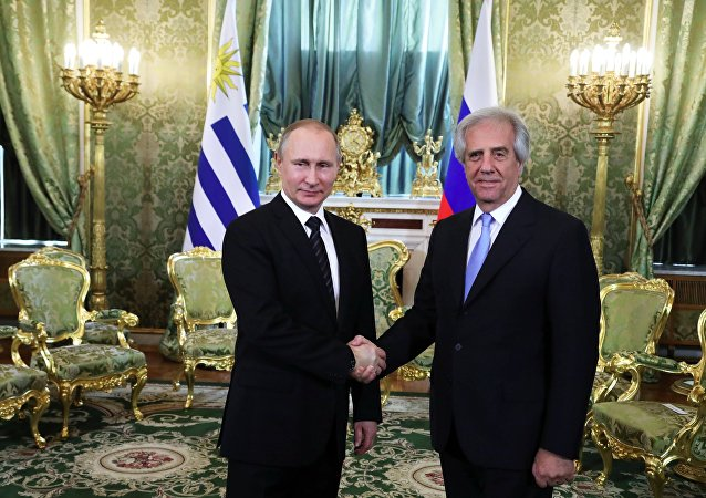 Precedente incontro del presidente uruguaiano con il presidente russo Vladimir Putin.