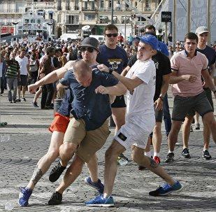 Euro 2016 scontri a Marsiglia tra tifosi inglesi e russi