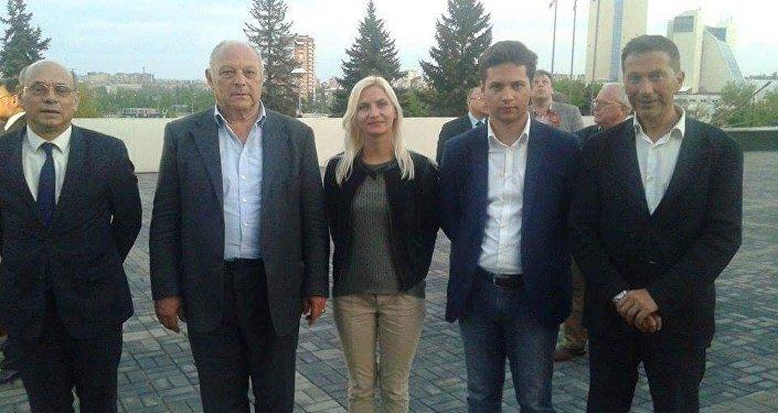 Da sinistra: eurodeputato Schaffhauser, il presidente Durnwalder, la traduttrice Kiseleva, Alessandro Bertoldi e Andrea Maria Villotti