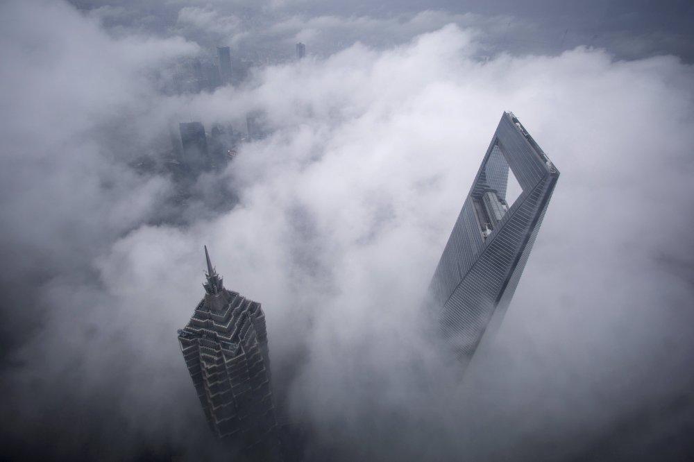 Le grandi città avvolte dalla nebbia.