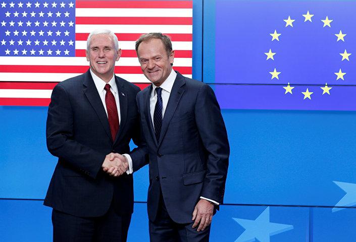 Vicepresidente USA Mike Pence con presidente del Consiglio d'Europa Donald Tusk
