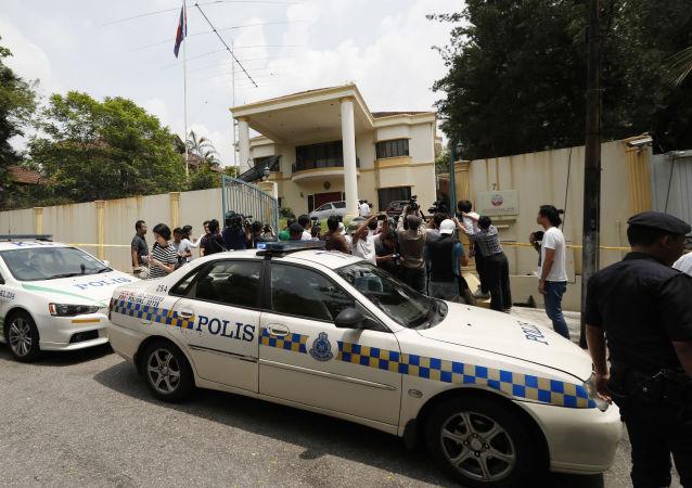 Polizia malese davanti l'Ambasciata nordcoreana a Kuala Lumpur
