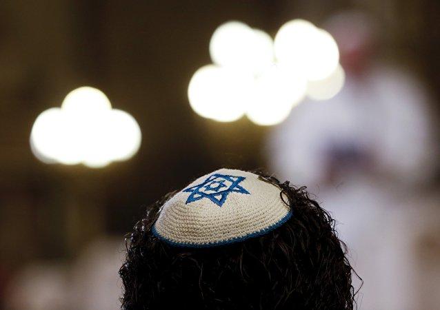 Un membro della communità ebraica
