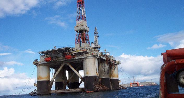 Una piattaforma marina per l'estrazione di idrocarburi.