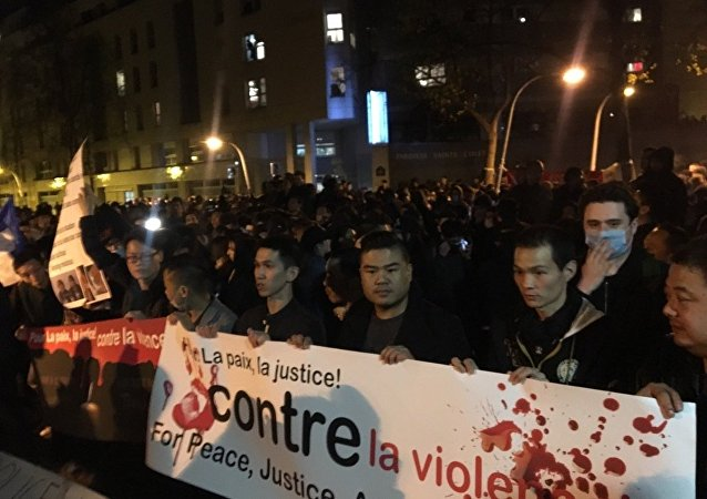 Manifestazione della comunità cinese a Parigi