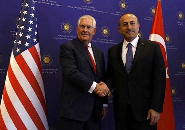 Segretario di Stato USA Rex Tillerson con ministro Esteri turco Mevlut Cavusoglu ad Ankara