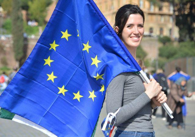 Una partcipante alla manifestazione a favore dell'Unione eurpea a Roma. Foto d'archivio.