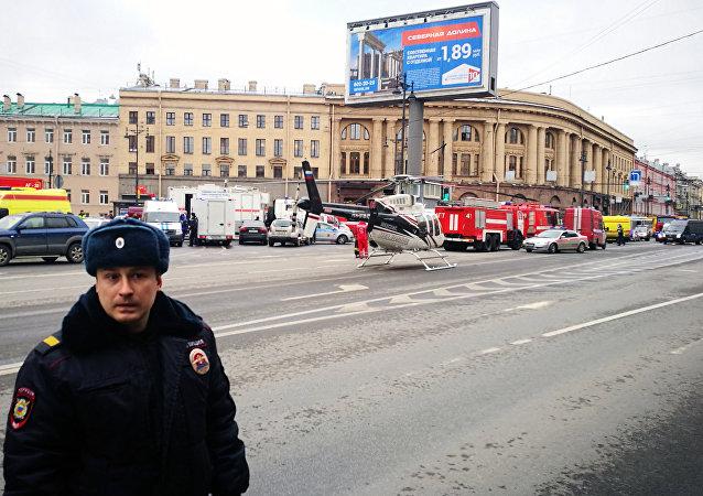 Soccorsi nei pressi della fermata della metropolitana Teknologicheskij Institut a San Pietroburgo