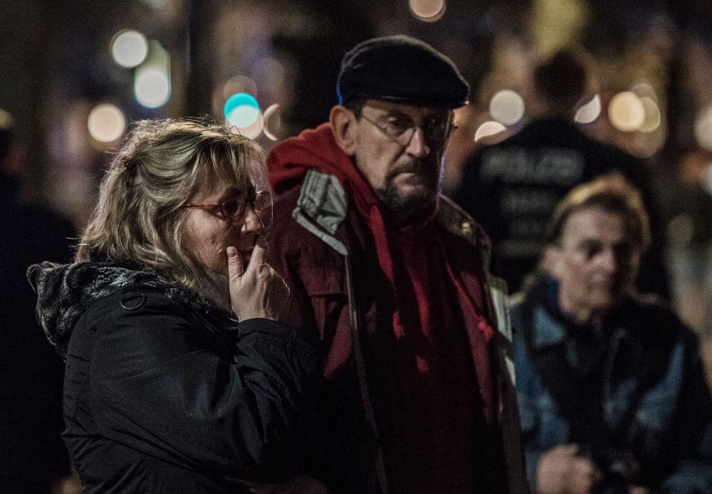 Fiori e silenzio per le vittime di San Pietroburgo