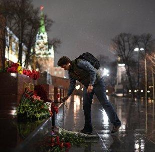 Mosca, fiori per le vittime dell'attentato di San Pietroburgo