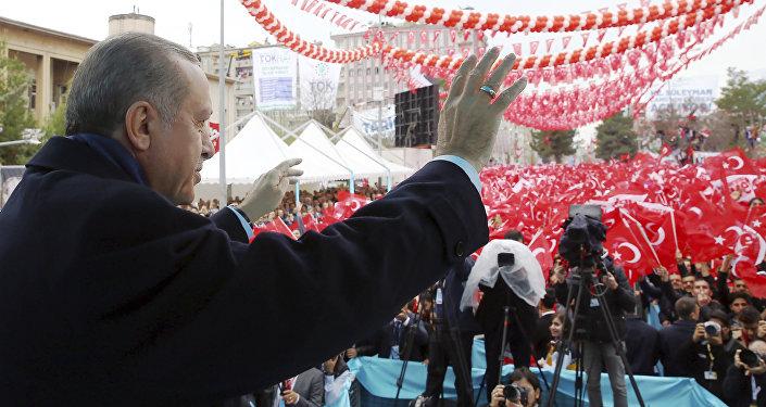 Erdogan durante una manifestazione