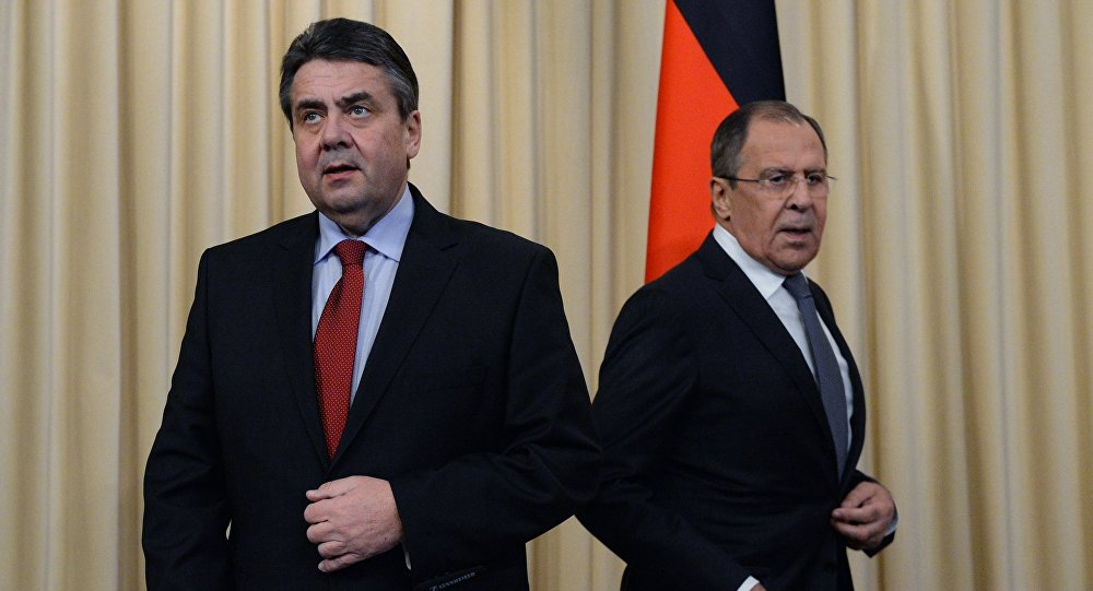 Sergey Lavrov e Sigmar Gabriel (foto d'archivio)