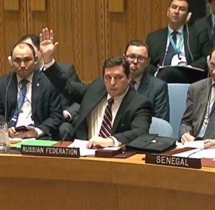 Il vice rappresentante permanente della Russia alle Nazioni Unite Vladimir Safronkov pone il veto alla risoluzione del Consiglio di Sicurezza ONU