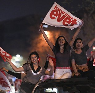 Ecco come si celebra la vittoria della riforma costituzionale presidenzialista in Turchia