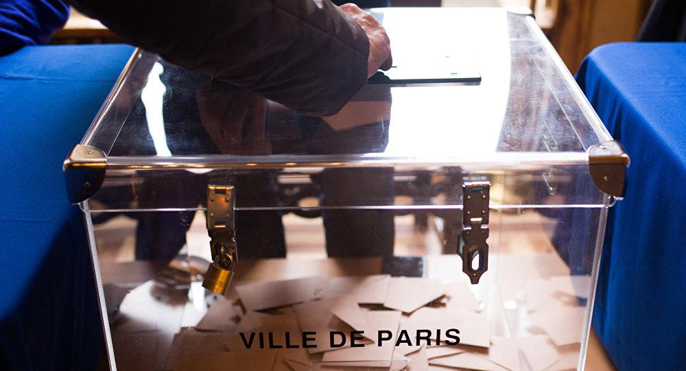 Presidenziali francesi: un comizio concitato per Marine Le Pen