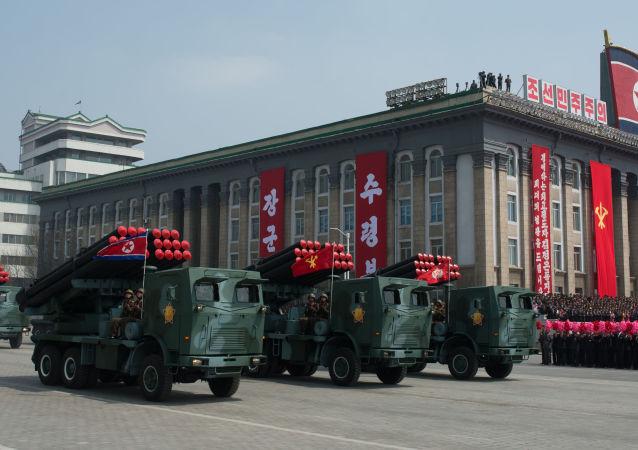 Lanciarazzi nordcoreani in parata militare a Pyongyang (foto d'archivio)