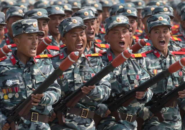 Soldati nordcoreani durante parata militare a Pyongyang (foto d'archivio)