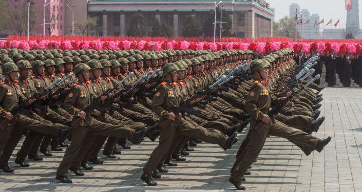 Soldati alla parata miliatare a Pyongyang, Corea del Nord.
