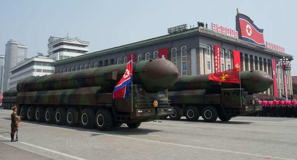 Missili alla parata militare del 25 aprile a Pyongyang