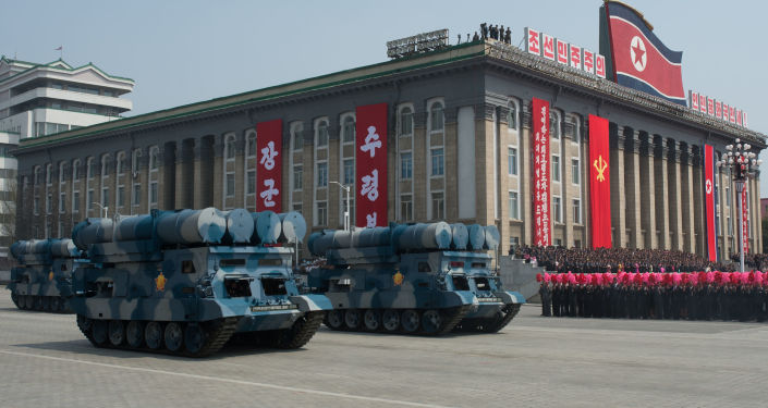 Kim Jong-un ordina produzione di massa di missili a lungo raggio