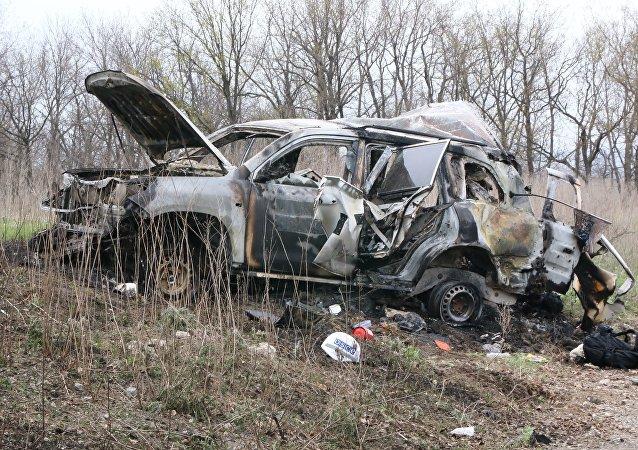 Al sito dell'esplosione dell'auto dell'Osce a Lugansk.