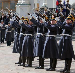 La cerimonia del cambio della guardia al Cremlino