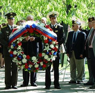 La commemorazione dell'incontro sull'Elba tra i soldati sovietici e russi al cimitero nazionale di Arlington, USA. (Foto d'archivio)