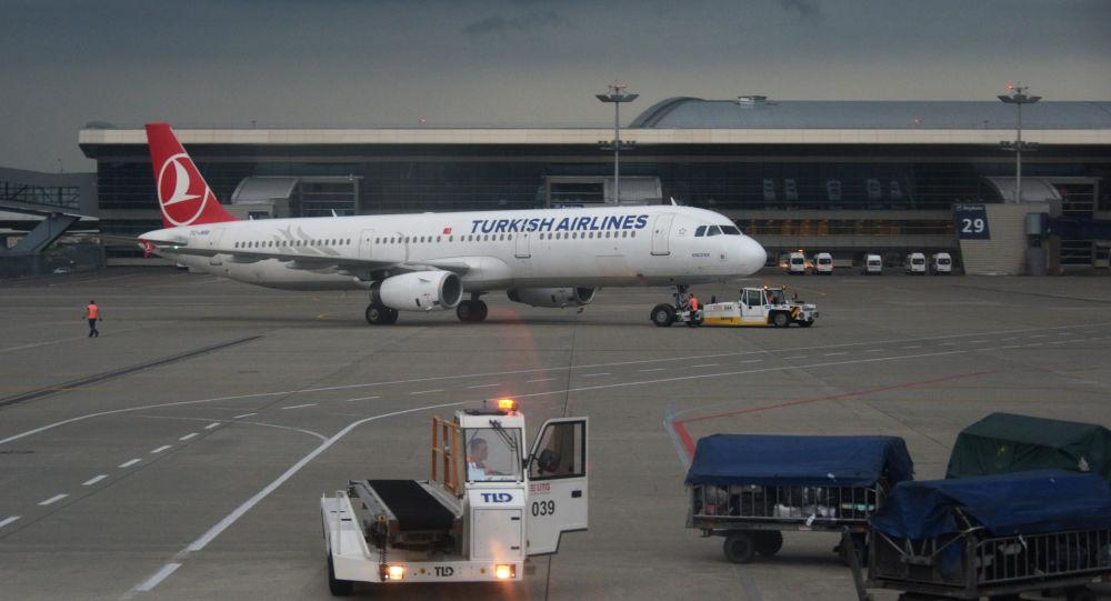Aereo Turkish Airlines all'aeroporto Vnukovo di Mosca