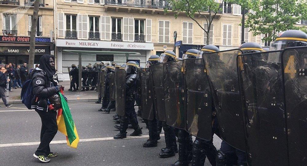Macron si è dimesso dalla presidenza di