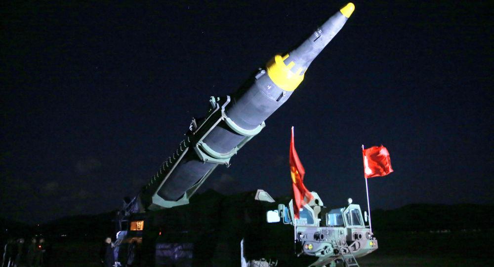 Il lancio del missile balistico a media gittata Hwasong-12