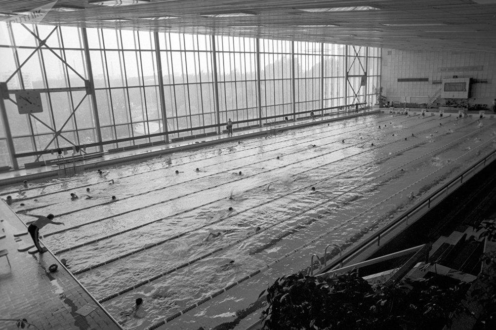 Una piscina sovietica negli anni '80