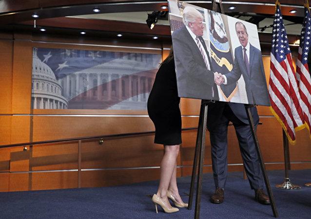La foto di Donald Trump e Sergei Lavrov