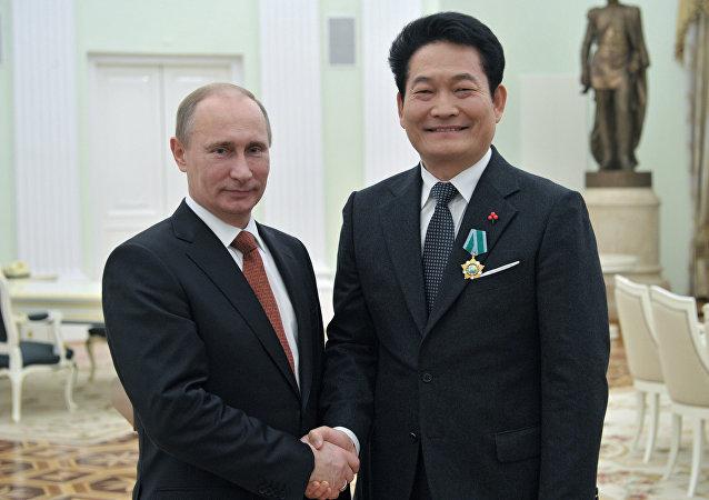 Vladimir Putin e Song Young-gil