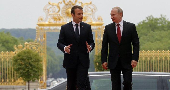 Incontro tra Vladimir Putin e Emmanuel Macron a Parigi (foto d'archivio)