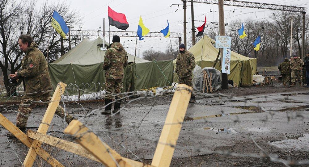 Posto di blocco dei paramilitari ucraini nel Donbass
