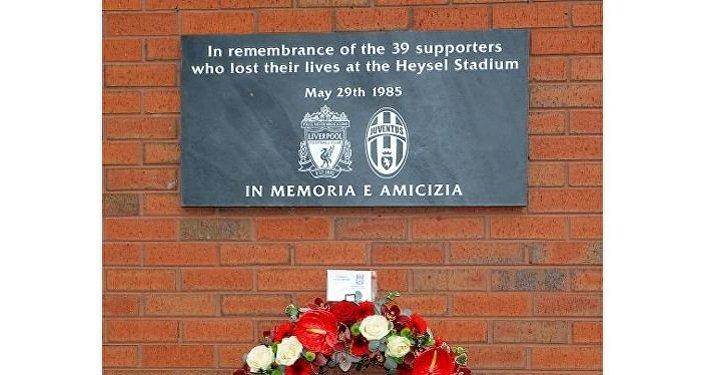 La targa in memoria delle vittime dell'Heysel allo stadio Anfield di Liverpool
