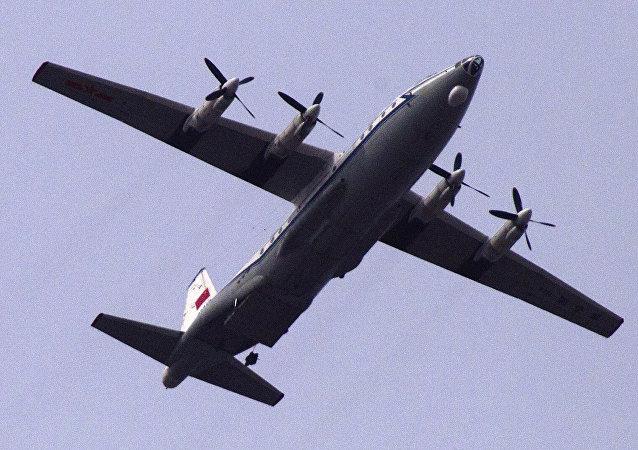 Un aereo da trasporto militare cinese Shaanxi Y-8