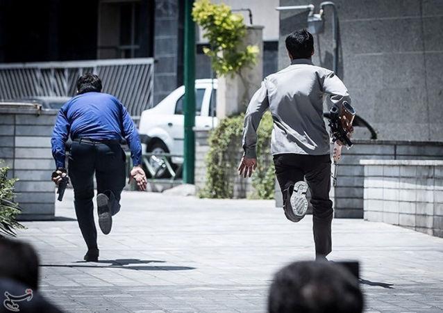 Persone in fuga a Teheran