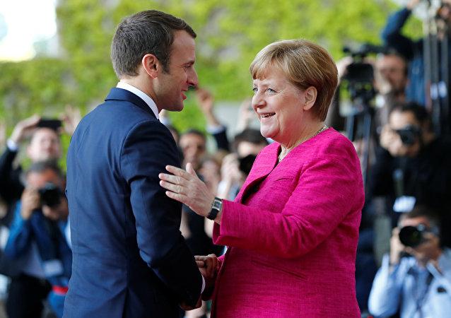 Emmanuel Macron e Angela Merkel (foto d'archivio)