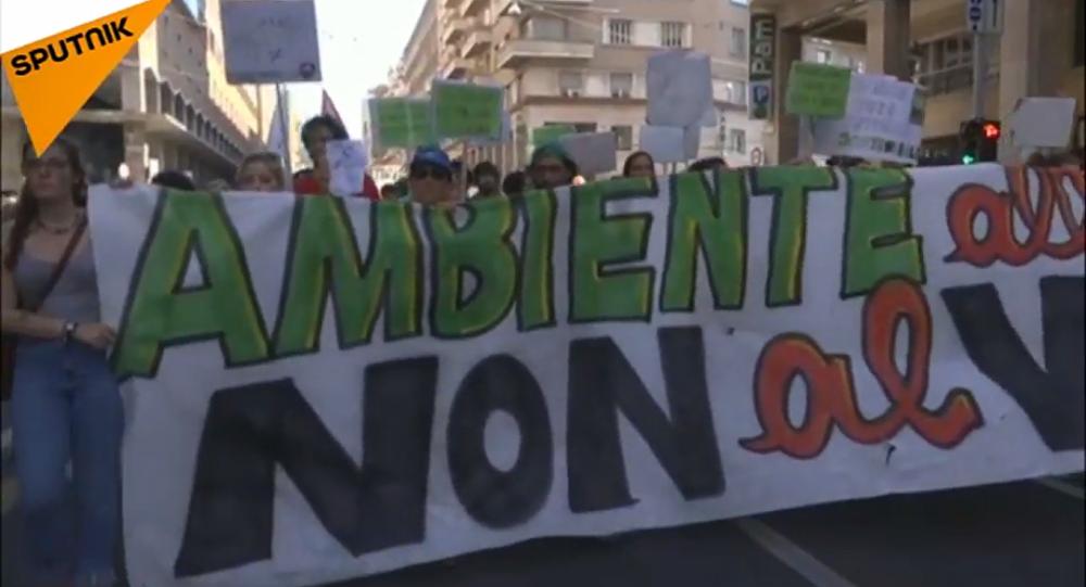 Le proteste a Bologna contro la riunione dei ministri dell'Ambiente dei Paesi del G7